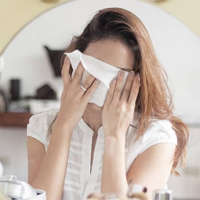 5 lí do không nên tẩy trang bằng khăn ướt