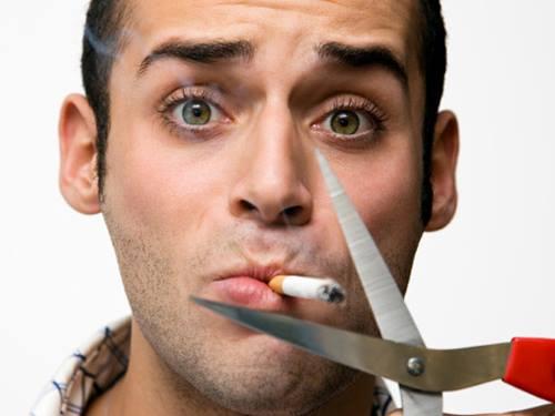 hút thuốc lá làm môi thâm