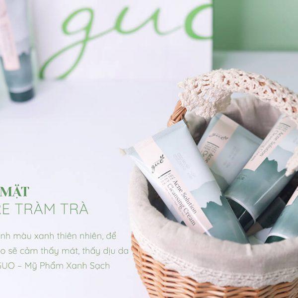 Sữa rửa mặt Than Tre Tràm Trà GUO làm sạch dịu nhẹ cho làn da.